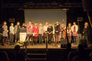 Aktuelle und frühere Mitarbeiterinnen des Frauennotrufs und die Vorstandsfrauen
